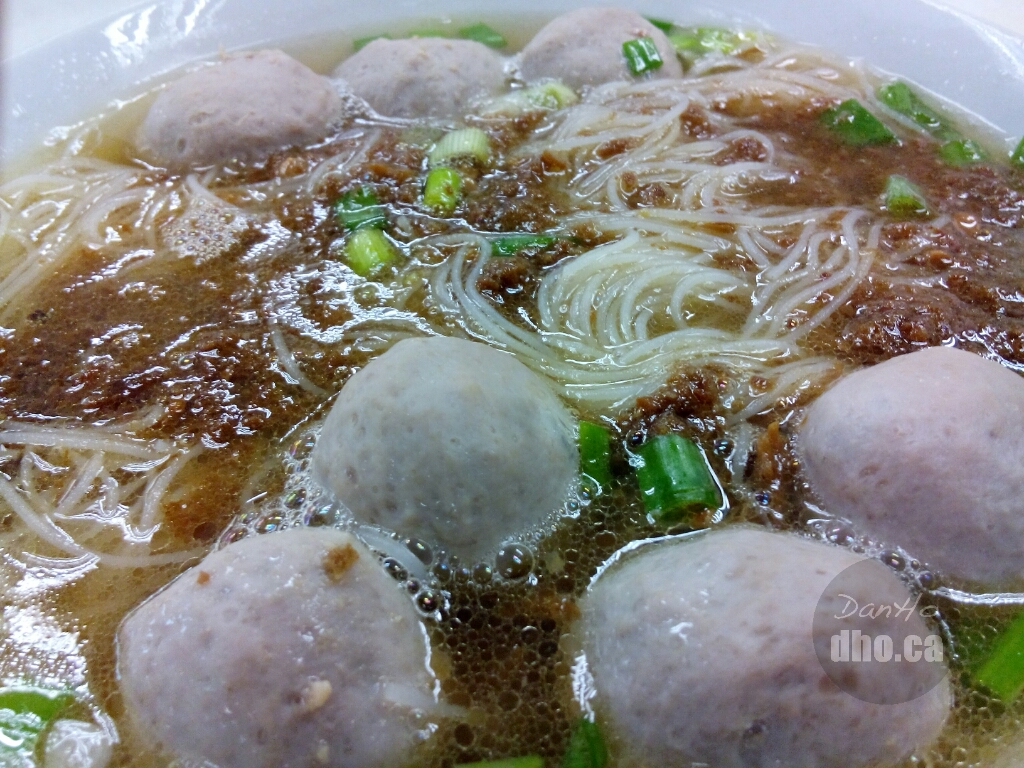 Soup based beef ball noodle soup from Shin Kee.
